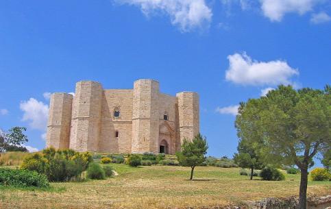 Бари:  Апулия:  Италия:      Замок Кастель-дель-Монте
