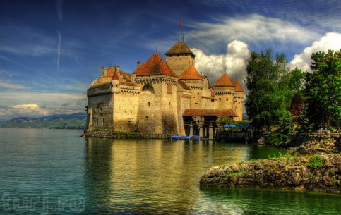Montreux:  Switzerland:      Château de Chillon
