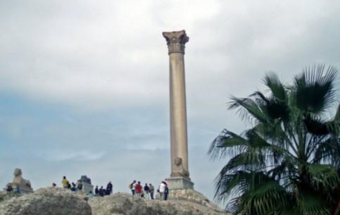 亚历山德里亚:  埃及:      Column of Pompeius
