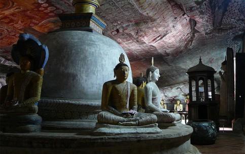 スリランカ:      ダンブッラの黄金寺院