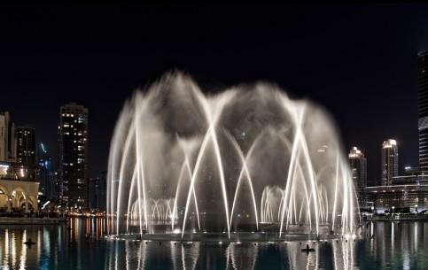 Dubai:  United Arab Emirates:      Dubai Fountain