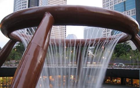 シンガポール:      Fountain of Wealth