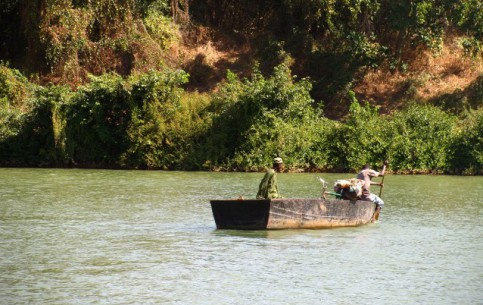 冈比亚:      Gambia River