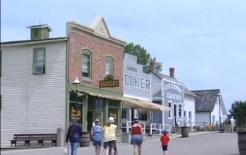 Альберта:  Канада:      Историческая деревня в Альберте