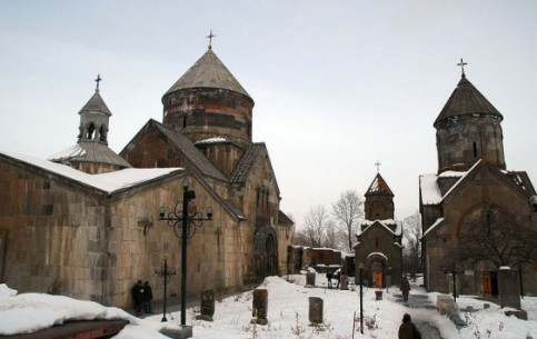 アルメニア:      Kecharis monastery, Tsaghkadzor