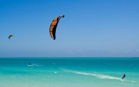 马达加斯加:      Kitesurfing in Madagascar