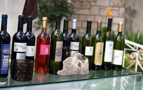Korcula:  克罗地亚:      Korcula winemaking