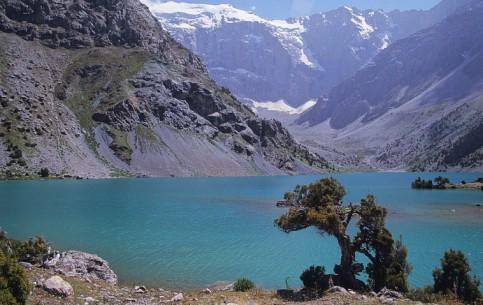 タジキスタン:      Koulikalon Lakes