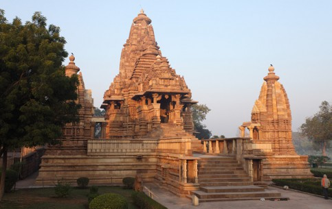 インド:  
