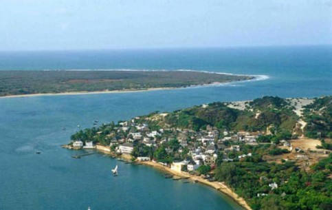 Lamu is a true reserve of Swahili culture. Absolute absence of automobiles; sea, palms, sailing boats, donkeys and unpaved narrow streets of Lamu town, the most ancient town in Kenya
