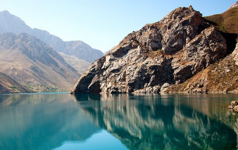 塔吉克斯坦:      Marguzor Lakes