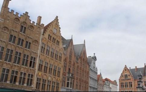Брюгге:  Бельгия:      Площадь Маркт в Брюгге