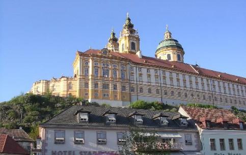 奥地利:      Melk