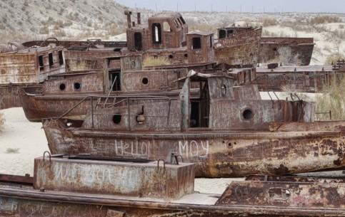 Moynaq:  Uzbekistan:      Moynaq former Aral Sea fishing port