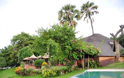 Malawi:      Ngala Beach Lodge