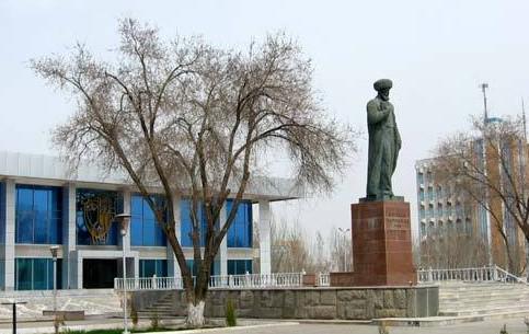 乌兹别克斯坦:      努库斯