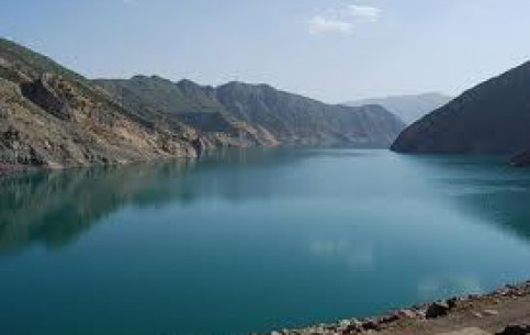 ヌレーク:  タジキスタン:      Nurek water reservoir