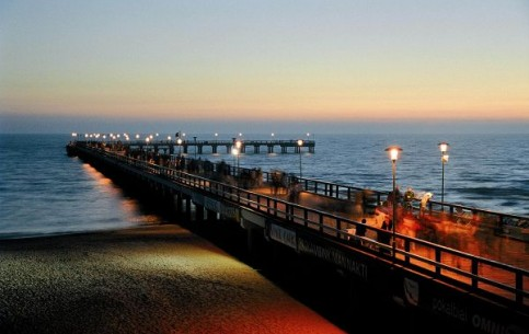 Seaside resort: more than 200 hotels, recreation departments and campsites; botanical gardens, Amber Museum; 400-meter pier - one of city symbols.