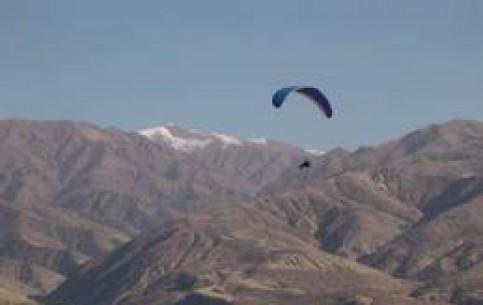 乌兹别克斯坦:      Paragliding in Uzbekistan