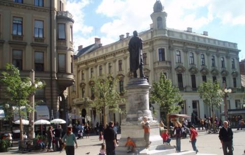 ザグレブ:  クロアチア:      Petar Preradović Square