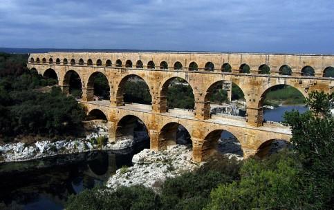 Languedoc-Roussillon:  France:      Pont du Gard
