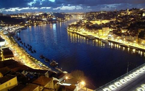 葡萄牙:      波爾圖
