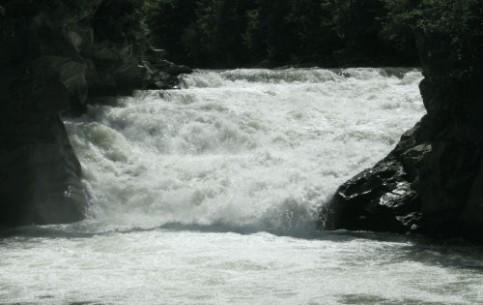 伊万诺-弗兰科夫斯克:  乌克兰:      Proboy Waterfall