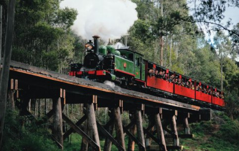 Melbourne:  Australia:      Puffing Billy railway