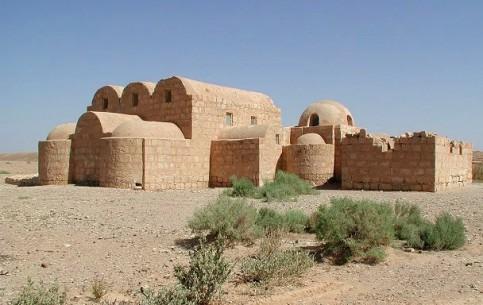 约旦:      Qasr Amra Castle