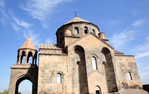 アルメニア:      Saint Hripsime Church