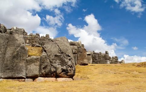クスコ:  ペルー:      サクサイワマン
