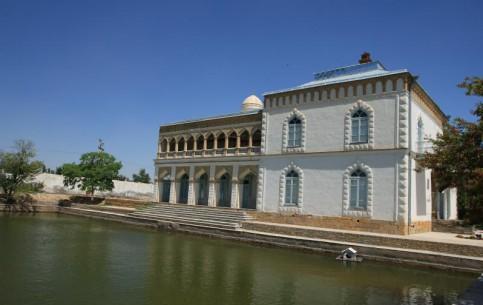 ブハラ:  ウズベキスタン:      Sitora-i Mohi Khosa