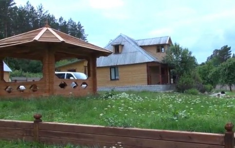 Слоним:  Гродно:  Беларусь:      Дом охотника Слонимский