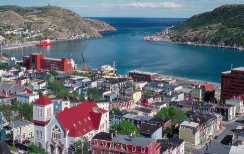 紐芬蘭-拉布拉多:  加拿大:      St.John's Harbour in Newfoundland
