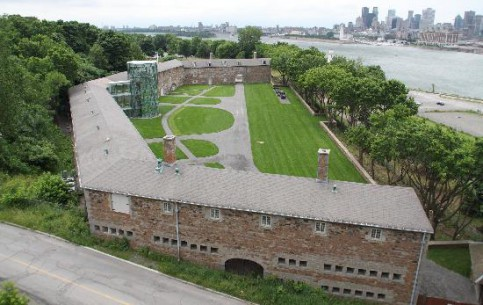 魁北克:  加拿大:      Stewart Museum at Isle Ste.