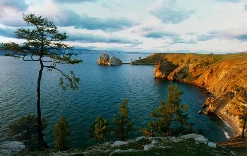 貝加爾湖:  伊尔库茨克州:  俄国:      Summer Active Tourism in Baikal