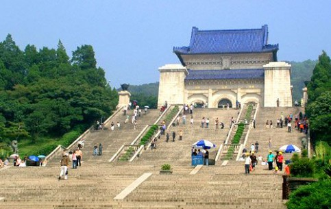 Nanjing:  中国:      Sun Yat-sen Mausoleum