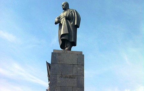 Харьков:  Украина:      Памятник Тарасу Шевченко