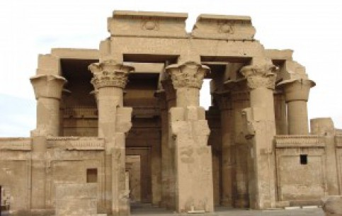 Асуан:  Египет:      Храм Ком-Омбо