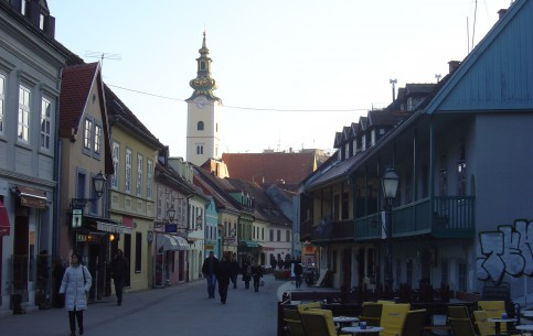 ザグレブ:  クロアチア:      Tkalčićeva Street