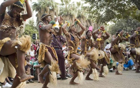 南非:      Traditional music and dance