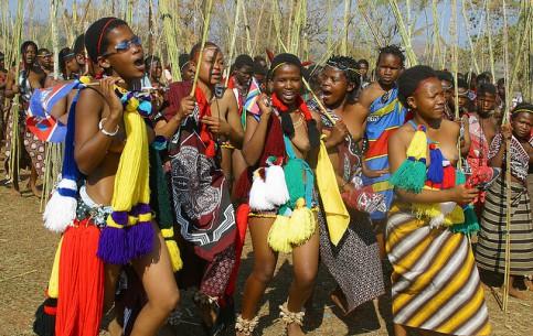 斯威士兰:      Umhlanga (Reed Dance)