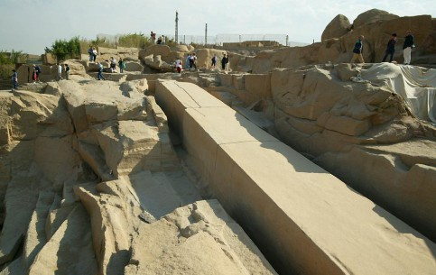Aswan:  エジプト:      Unfinished Obelisk