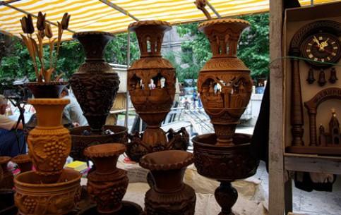 Yerevan:  Armenia:      Vernissage Market