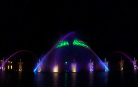 ヴィーンヌィツャ:  ウクライナ:      Vinnytsia Fountain