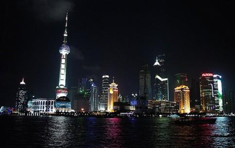 Шанхай:  Китай:      Набережная Вайтань ночью