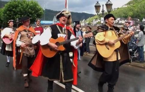 Рейнланд-Пфальц:  Германия:      Винные фестивали в Мозельской долине