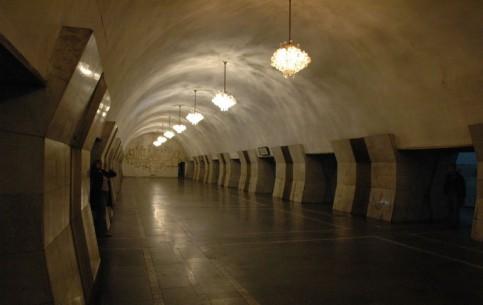 エレバン:  アルメニア:      Yerevan Metro