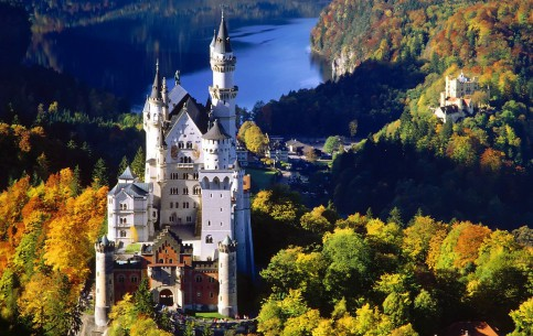 Bavaria - a paradise for mountain tourism, water sports and skiing. Magnificent nature, clean air, historic attractions, cozy hotels and lifestyle attract travelers from all over the world